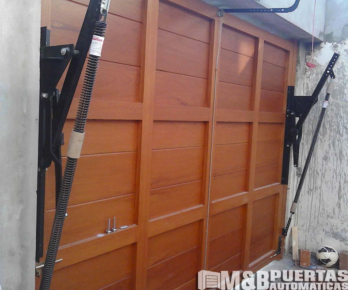 Puertas levadizas en madera cedro m b puertas autom ticas for Brazos puertas automaticas