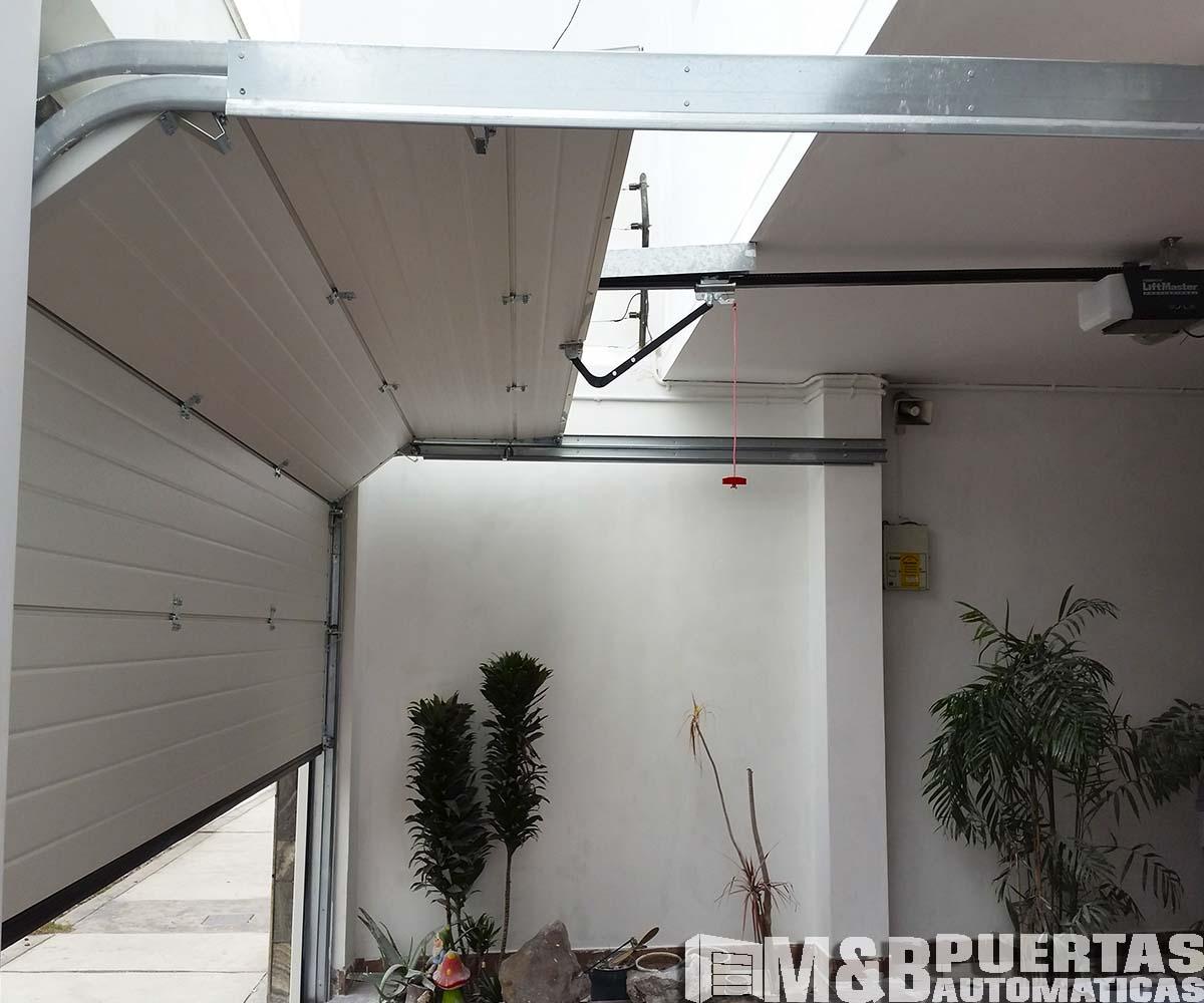 Puertas de garaje seccionales la mejor variedad de modelos for Motor puerta seccional