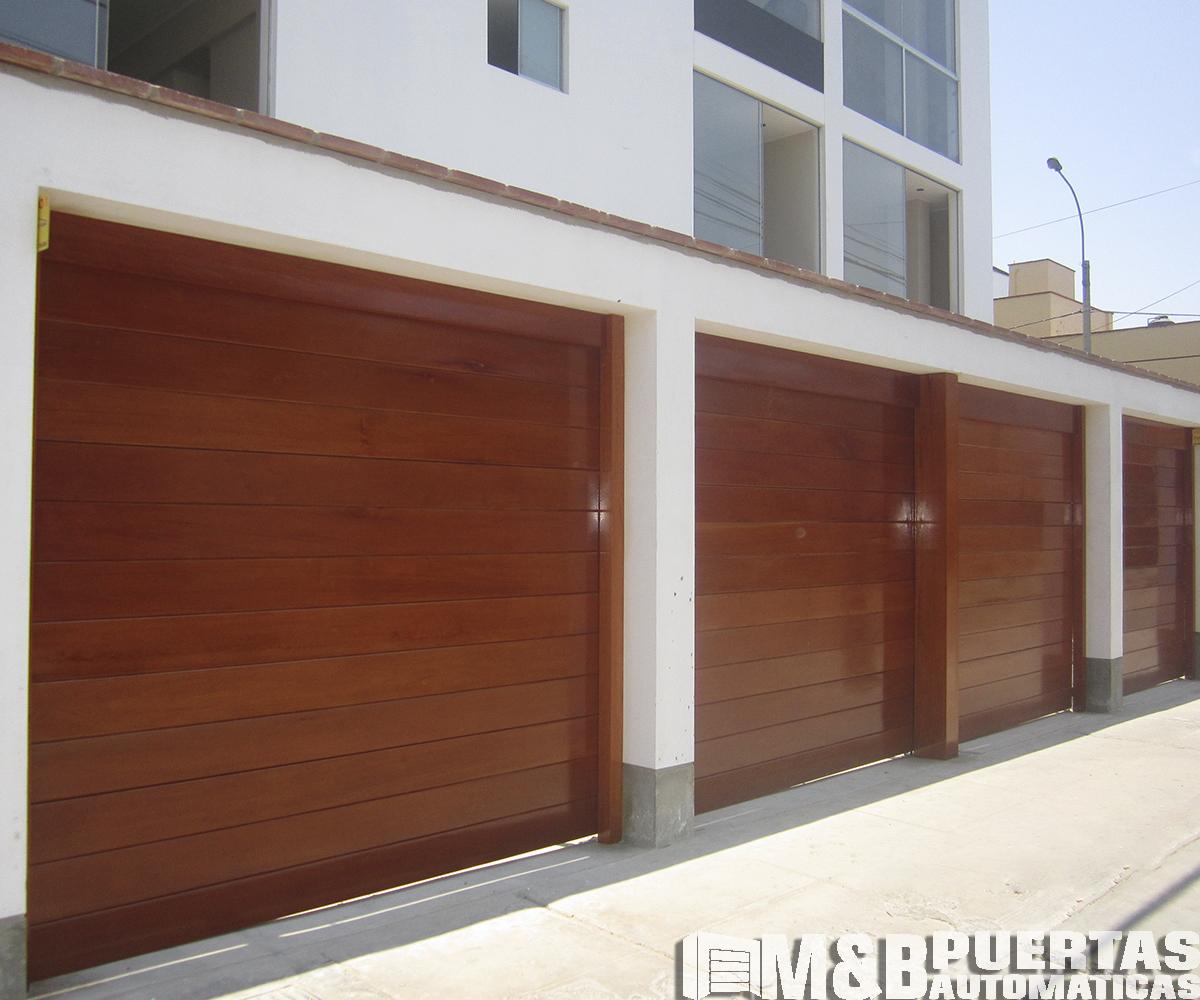 Puertas de garaje en madera cedro m b puertas autom ticas - Proyecto puerta de garaje ...