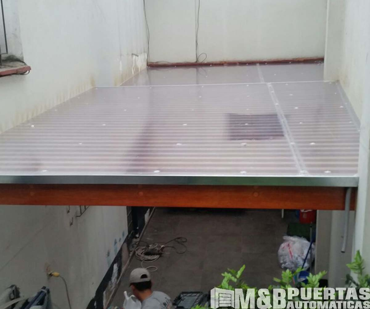 Techos de madera sol y sombra m b puertas autom ticas - Listones de aluminio ...