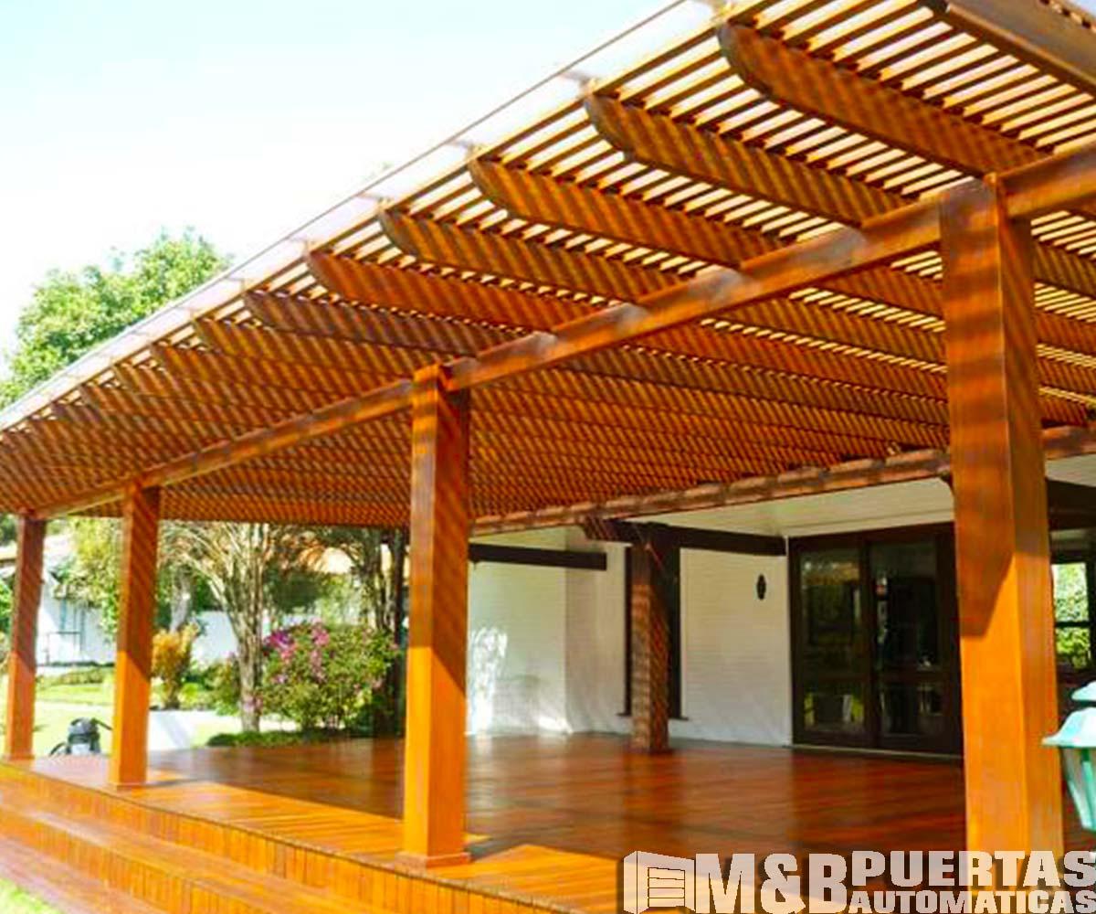 Techos de madera sol y sombra m b puertas autom ticas for Vigas de madera para jardin