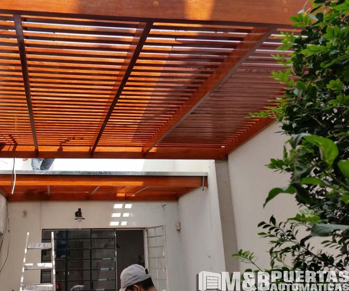 Techos de madera sol y sombra m b puertas autom ticas for Techos de metal para terrazas
