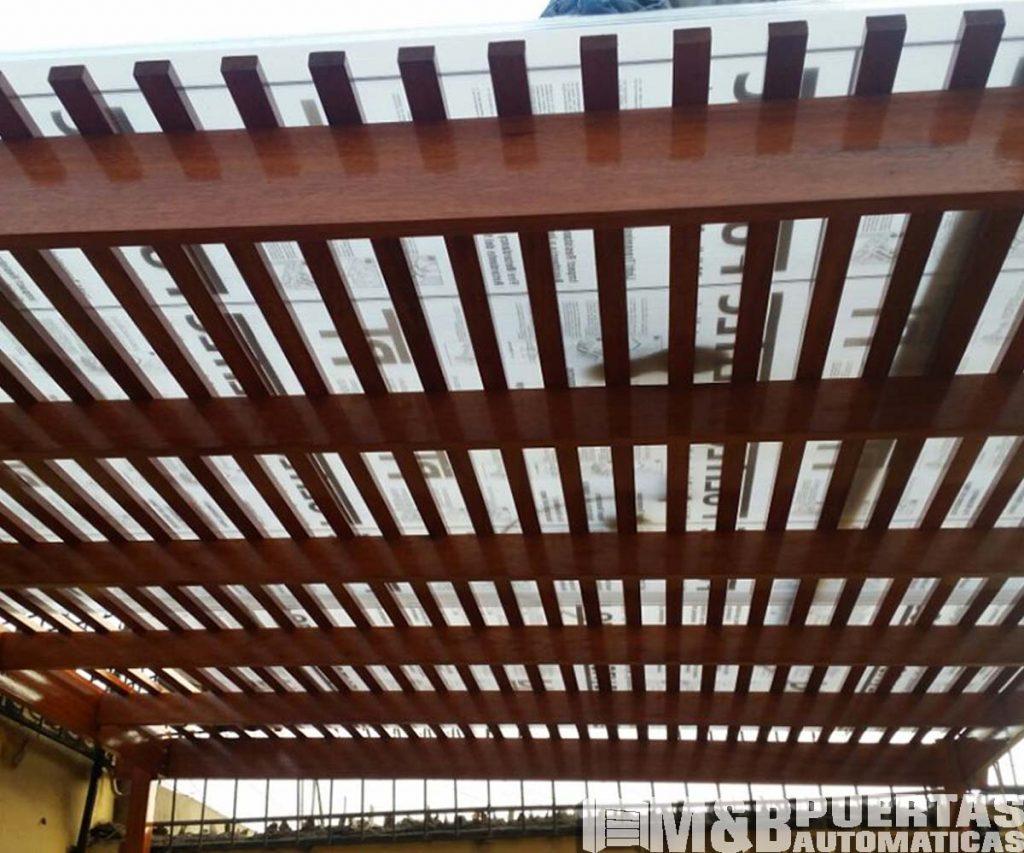 Techos sol y sombra para terrazas y jard n los mejores for Vigas de madera para jardin