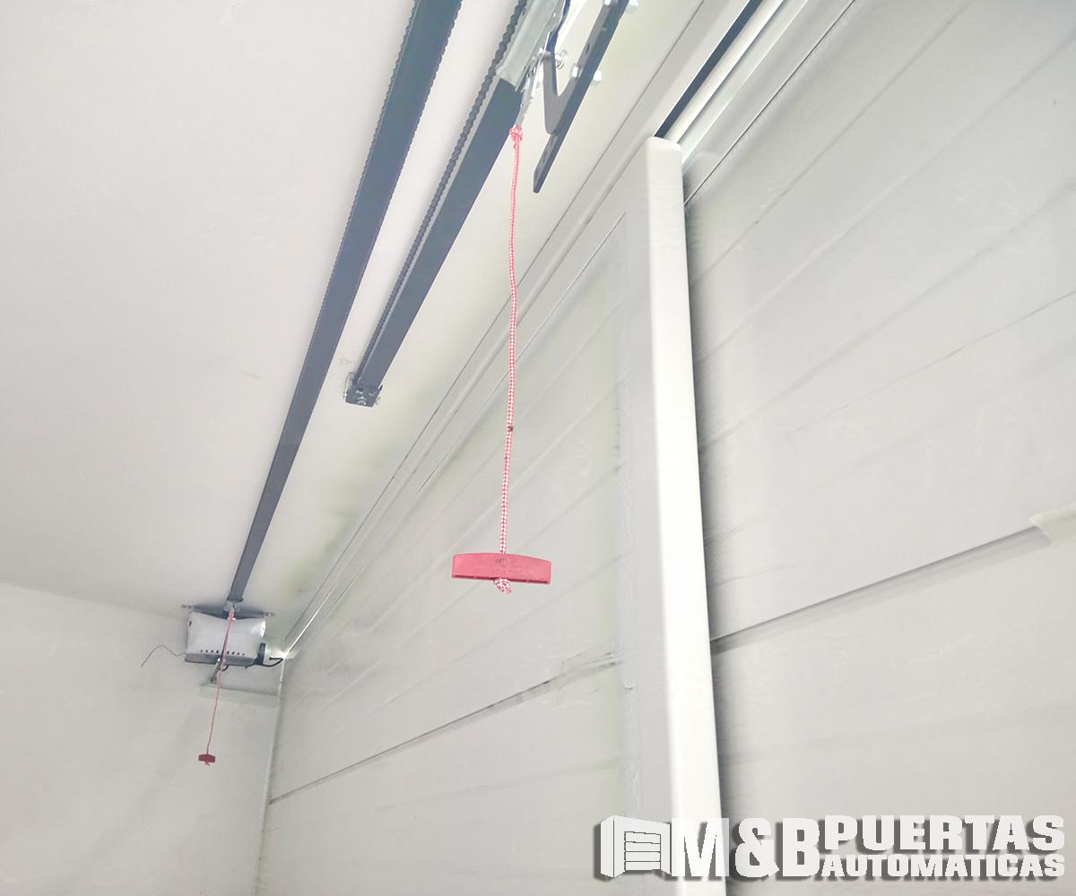 Proyecto puertas de garaje corrediza en cerro azul m b for Riel para puerta corrediza