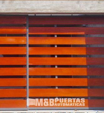 puerta de acero con madera