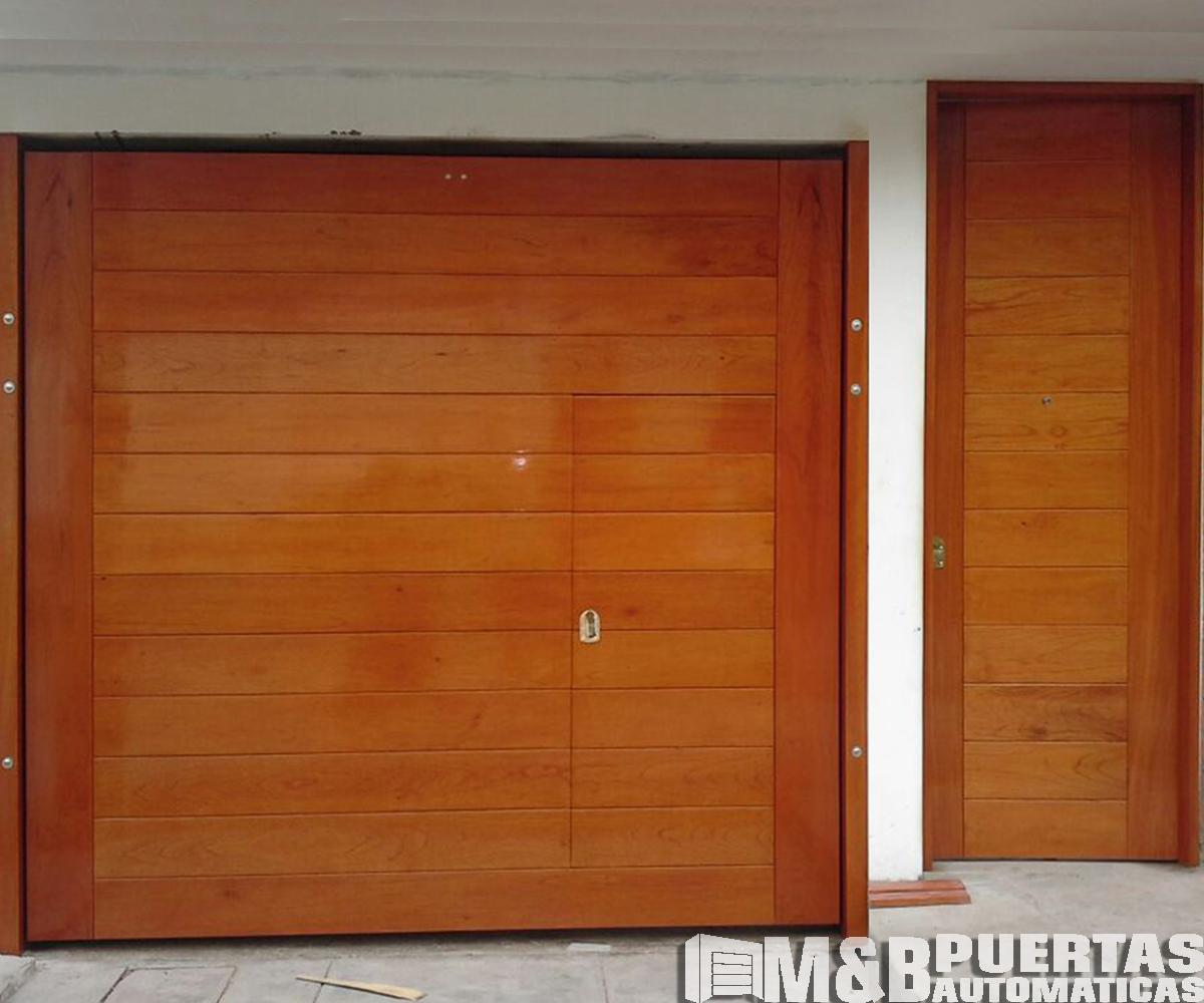 Puertas de garaje en madera cedro m b puertas autom ticas for Puerta corrediza externa