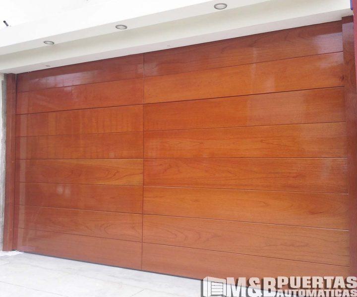 puerta cedro madera brillante