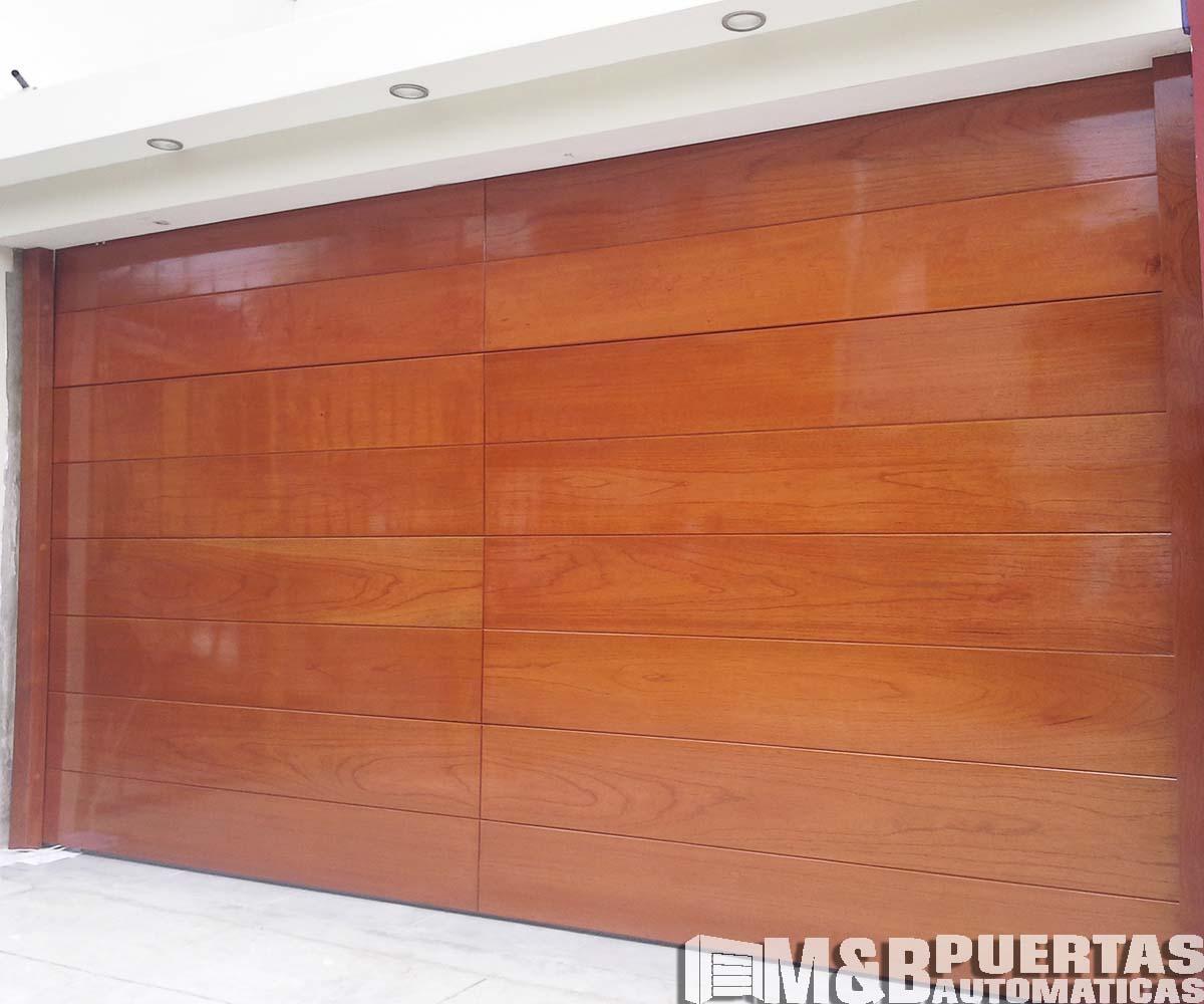 Puertas de garaje en madera cedro m b puertas autom ticas for Puertas de ingreso de madera