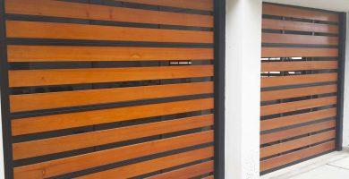 puerta levadiza listones de cedro