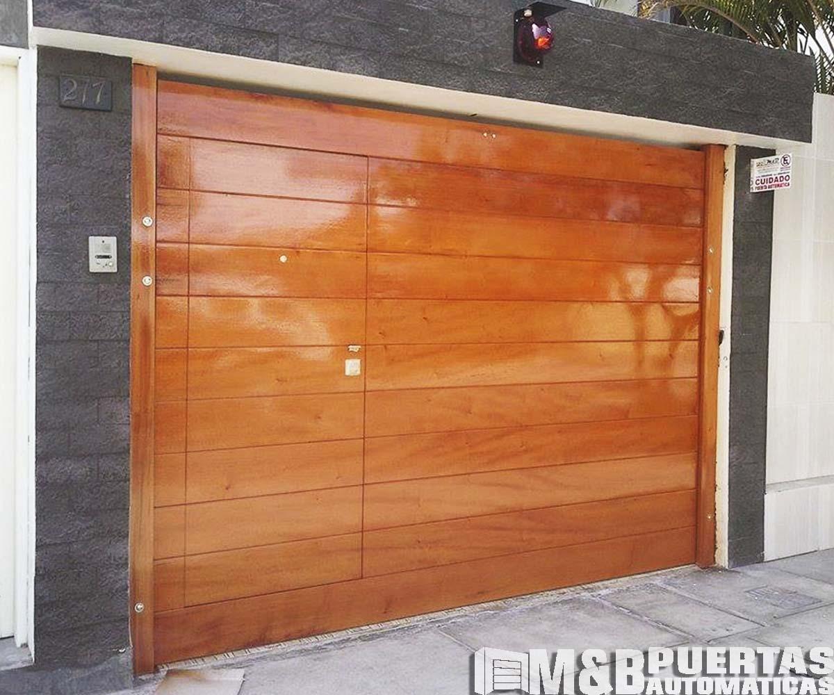 Puertas de garaje en madera cedro m b puertas autom ticas - Puertas de cochera ...