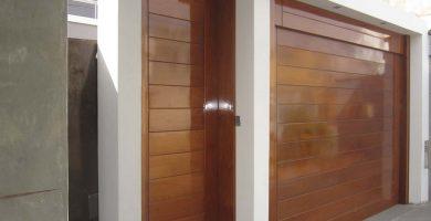 puerta principal y de garaje madera