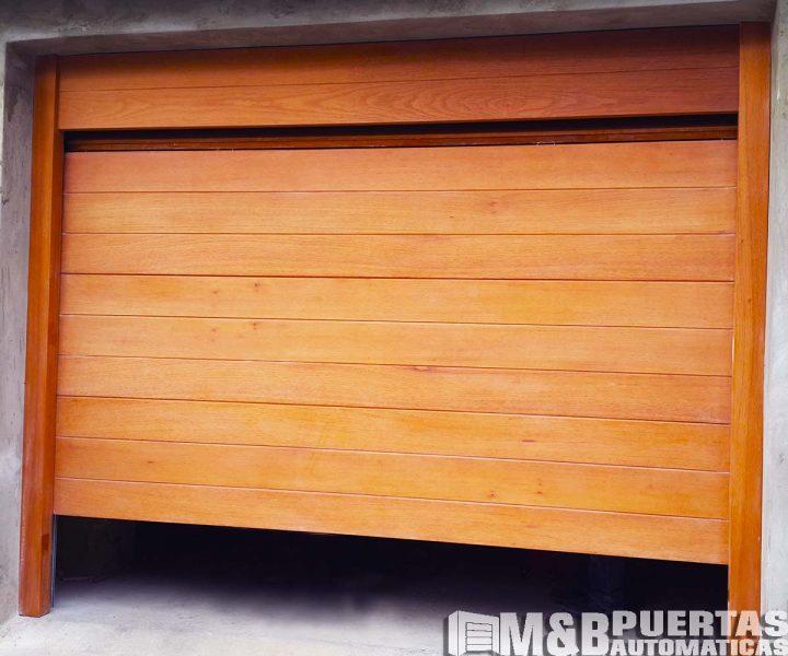 puerta seccional cedro mate