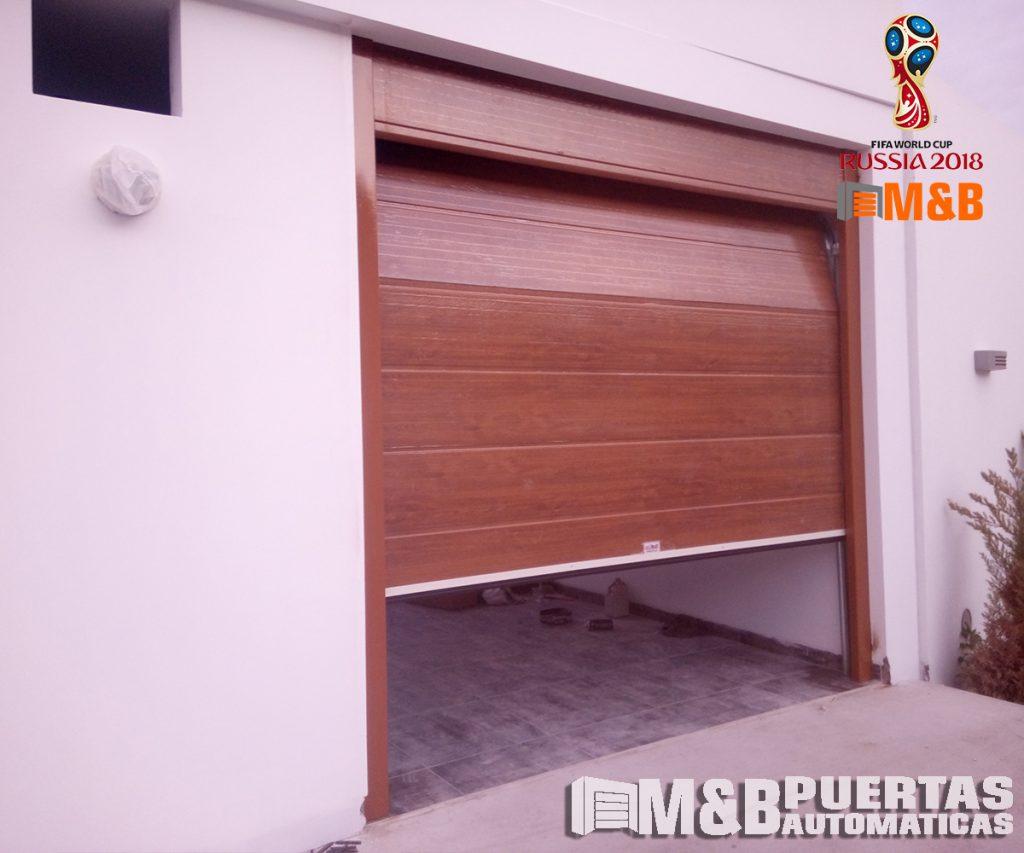 puerta seccional con paño fijo panel madera
