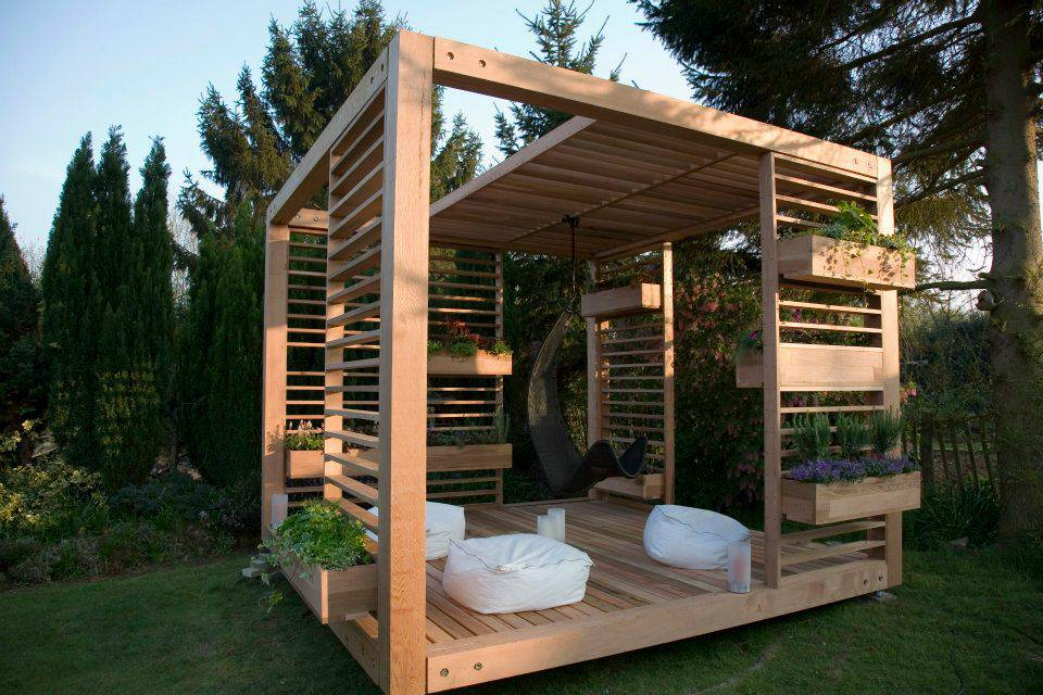 Diseño de Pergolas en jardín madera