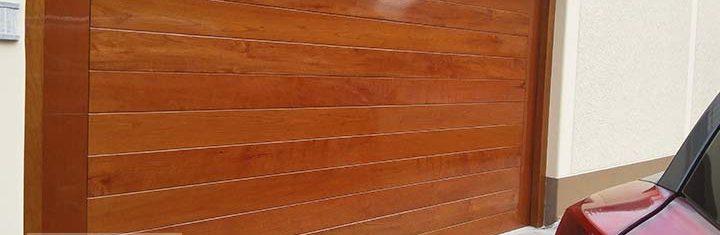 Puerta garaje Secciona madera Cedro